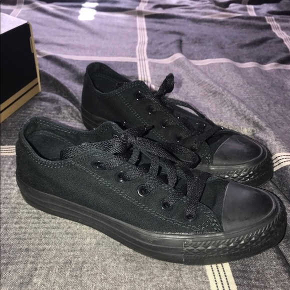 Converse Shoes   All Black Size 6
